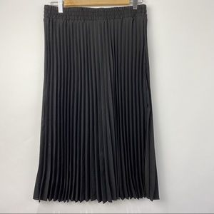 Tahari pleated high waisted black midi skirt NWT